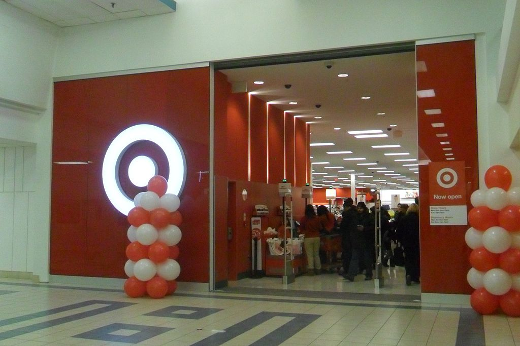 1024px-Target_Canada_Shoppers_World_Brampton_SAM_0720_23