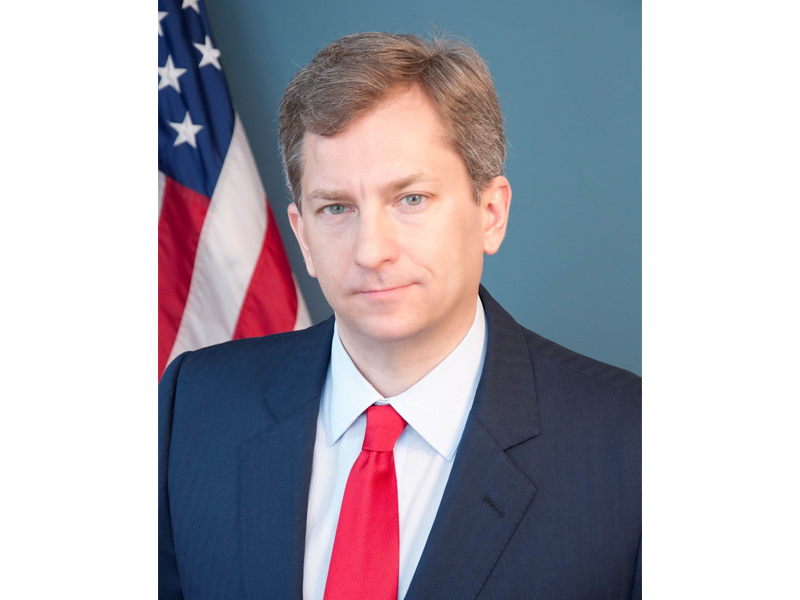 Profile image of Scott Bates in front of an American flag.