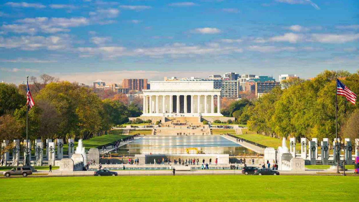 Lincoln Memorial and reflecting pool in Washington D.C.