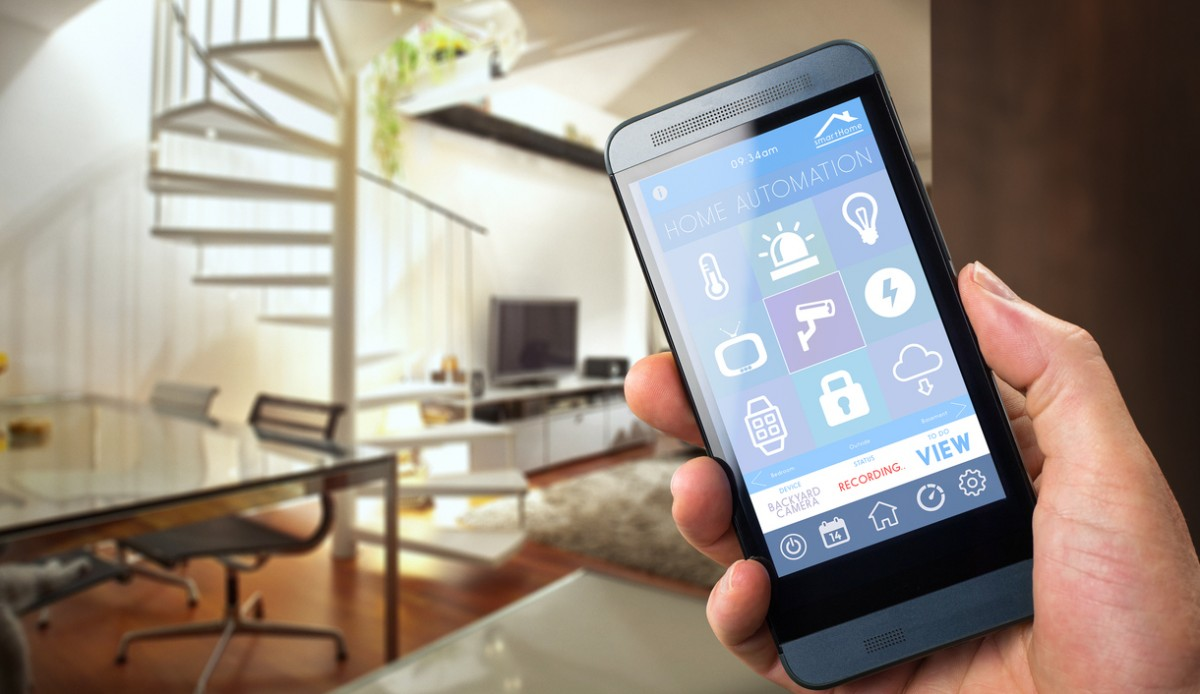 Man uses smartphone as home automation device